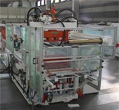 Automazione macchina per la produzione di piatti in plastica